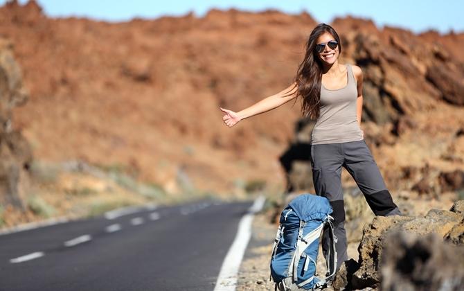 Dicas de carona para mulheres viajando sozinhas